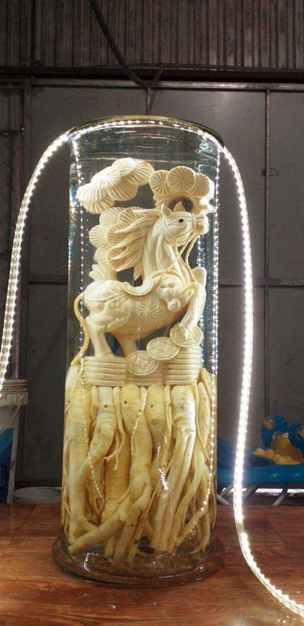 Đinh lăng điêu khắc 12 con giáp tuổi Ngọ - Bình 19 lít
